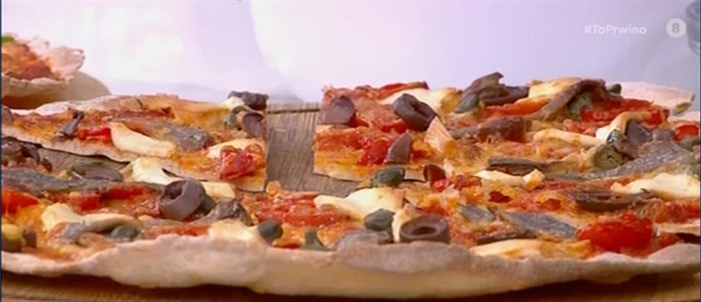 Συνταγή για τραγανή πίτσα από τον Πέτρο Συρίγο