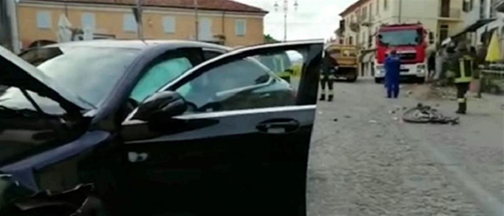 Τους χτύπησε αυτοκίνητο στην είσοδο του εστιατορίου (βίντεο)