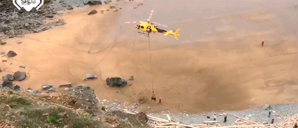 Ισπανία: Εντυπωσιακή διάσωση ταύρου με ελικόπτερο (βίντεο)