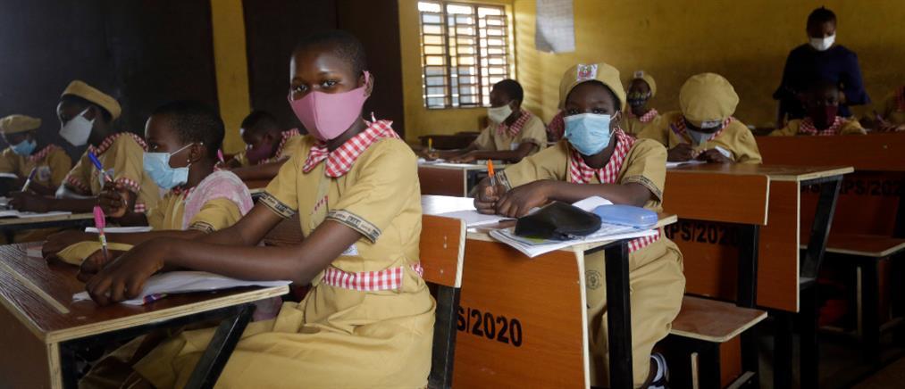 Ένοπλοι απήγαγαν εκατοντάδες μαθήτριες από σχολείο