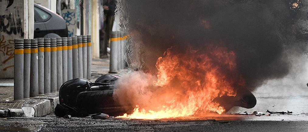 Μαχαίρωσαν άνδρα στο κέντρο της Αθήνας (εικόνες)