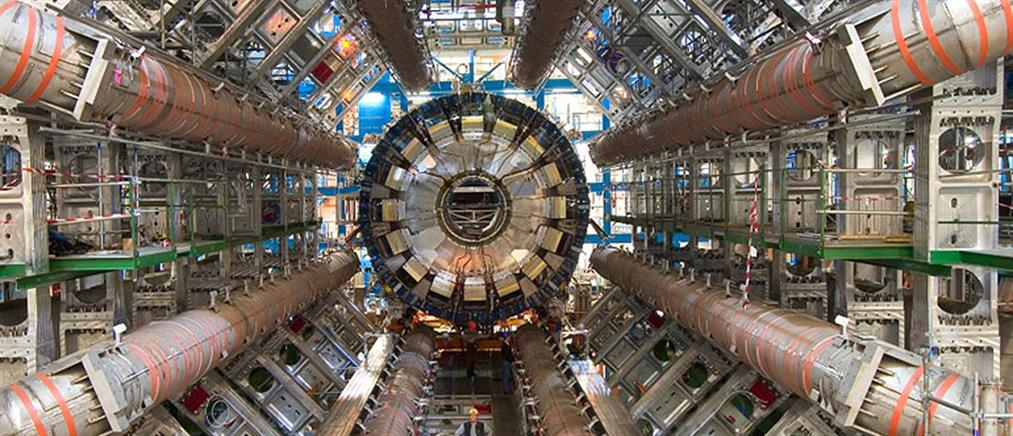 Ο Έλληνας του CERN που εξάπτει την περιέργεια των παιδιών