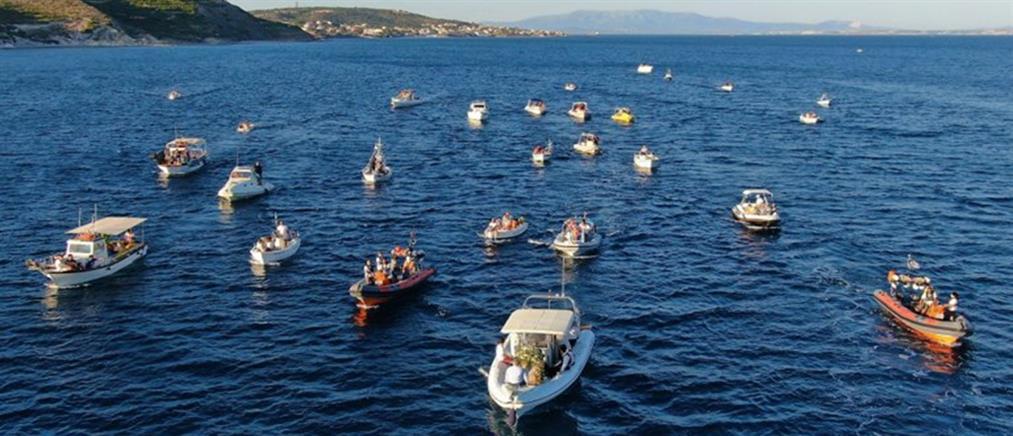 Εντυπωσιακή η δια θαλάσσης μεταφορά της εικόνας του Αγίου Αιμιλιανού στη Χίο (βίντεο)
