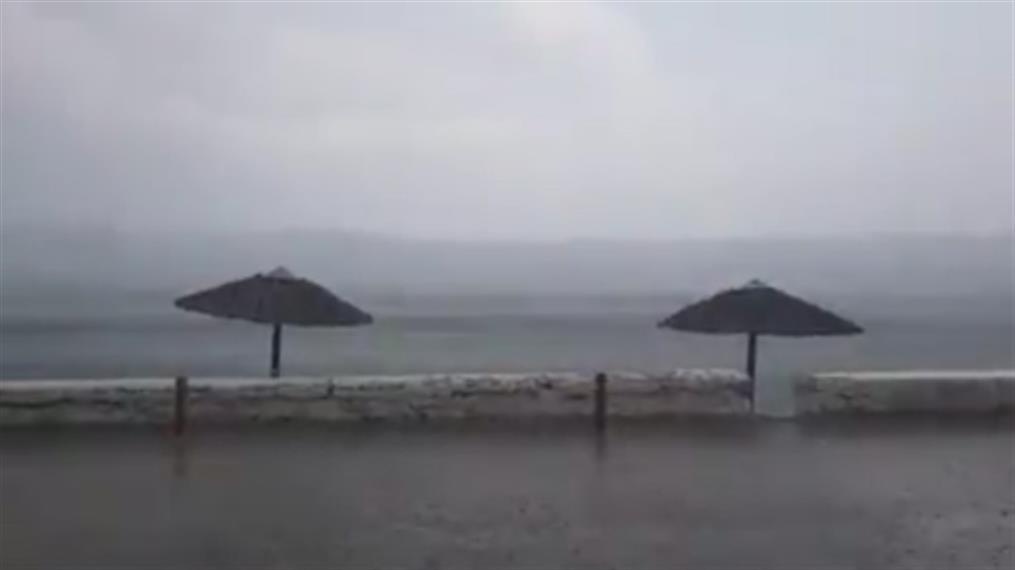 Ξαφνικό μπουρίνι στη Σύρο
