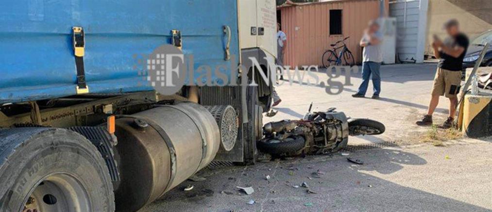 Ηράκλειο: Σφοδρή σύγκρουση μοτοσικλέτας με φορτηγό (εικόνες)