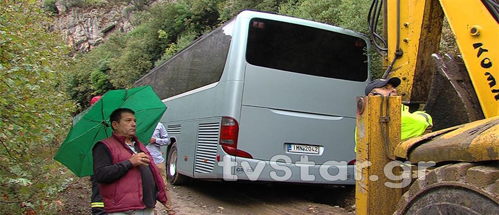 Εκτροπή λεωφορείου που μετέφερε μέλη ΚΑΠΗ (εικόνες)