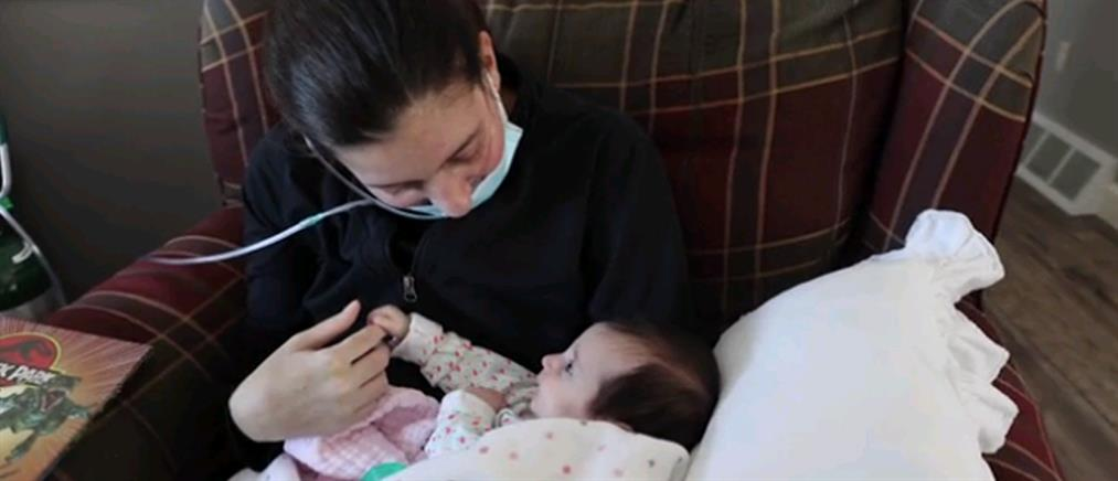 Ξύπνησε από κώμα και γνώρισε το νεογέννητο μωρό της (βίντεο)