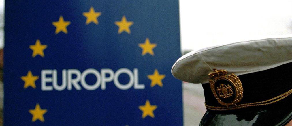 """Κλείνουν τους… """"δρόμους"""" μεταφοράς παράνομου χρήματος στην Ευρώπη"""