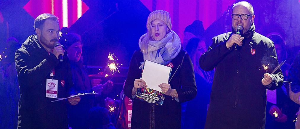 Επίθεση με μαχαίρι δέχθηκε ο δήμαρχος του Γκντανσκ στη διάρκεια ομιλίας του (βίντεο)
