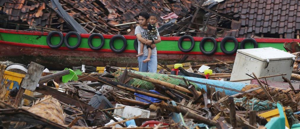 """Φονικός ο σεισμός που """"χτύπησε"""" την Ινδονησία"""