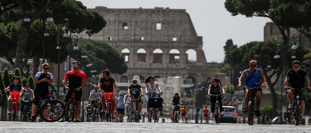 Ιταλία: άνοιξαν ξανά καφέ, εστιατόρια και εκκλησίες (εικόνες)