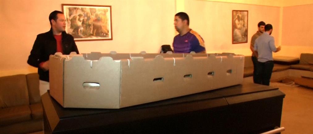 Βενεζουέλα: Φτιάχνουν φέρετρα από χαρτόνι λόγω κρίσης
