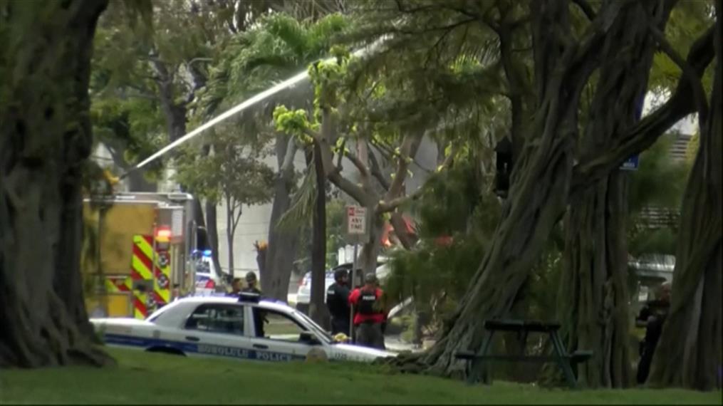Nεκροί αστυνομικοί και φωτιές σε σπίτια στη Χαβάη