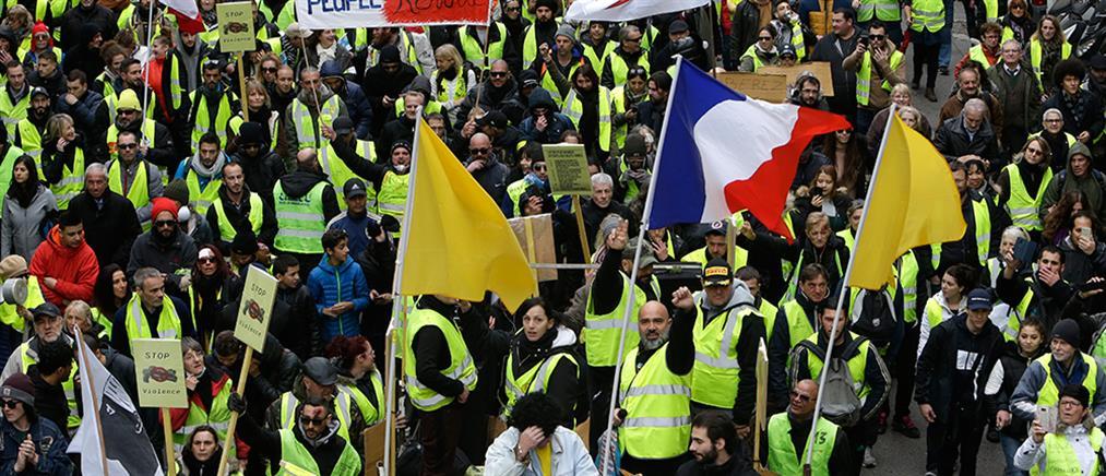 """Γενική απεργία στη Γαλλία: συνδικάτα και """"κίτρινα γιλέκα"""" διαδηλώνουν μαζί"""