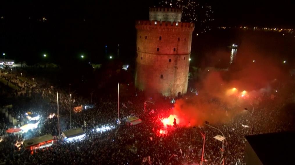 Ολονύχτιο γλέντι στη Θεσσαλονίκη για τον ΠΑΟΚ
