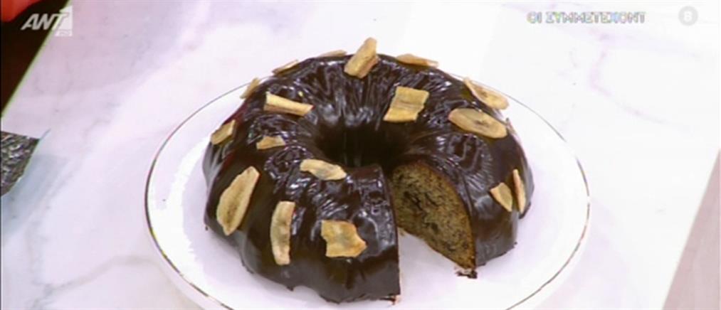 Kέικ μπανάνας με γλάσο σοκολάτας από τον Πέτρο Συρίγο