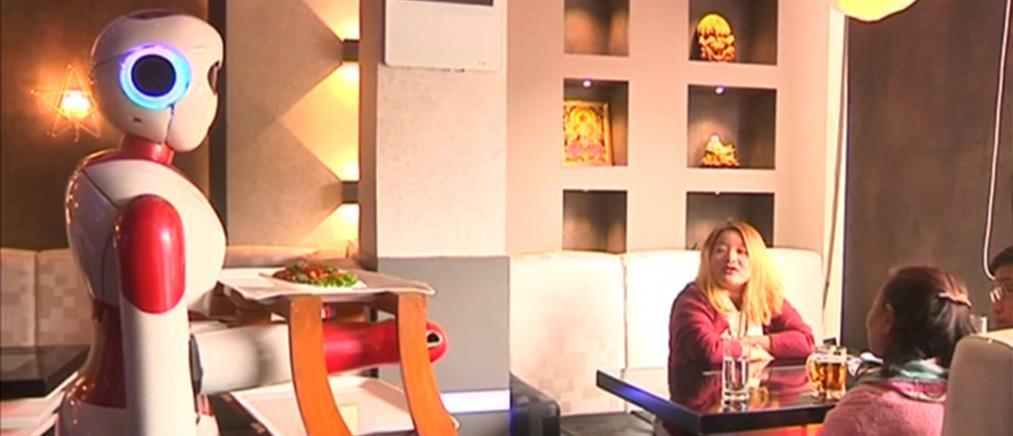 Ρομπότ ανέλαβαν χρέη σερβιτόρων (βίντεο)