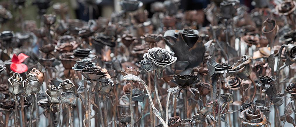 Ατσάλινα τριαντάφυλλα: Το μνημείο για τα θύματα της σφαγής του Μπρέιβικ (εικόνες)