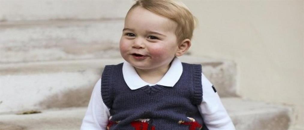 Ο μικρός πρίγκιπας Γεώργιος έβαλε τα καλά του και φωτογραφήθηκε