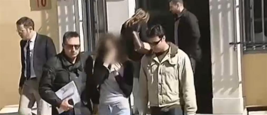 Στη φυλακή η μητέρα του βρέφους που κάηκε ζωντανό στην Βάρκιζα
