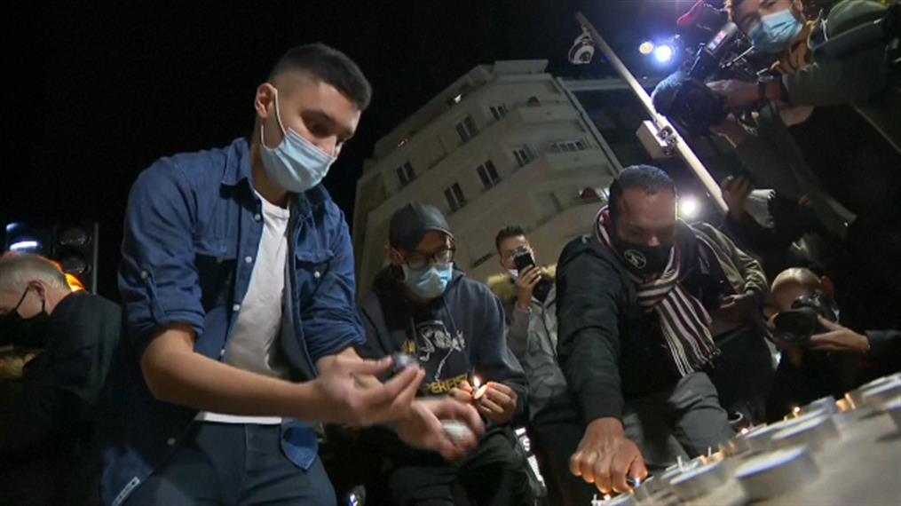 Νίκαια: Άναψαν κεριά για τα θύματα της τρομοκρατικής επίθεσης