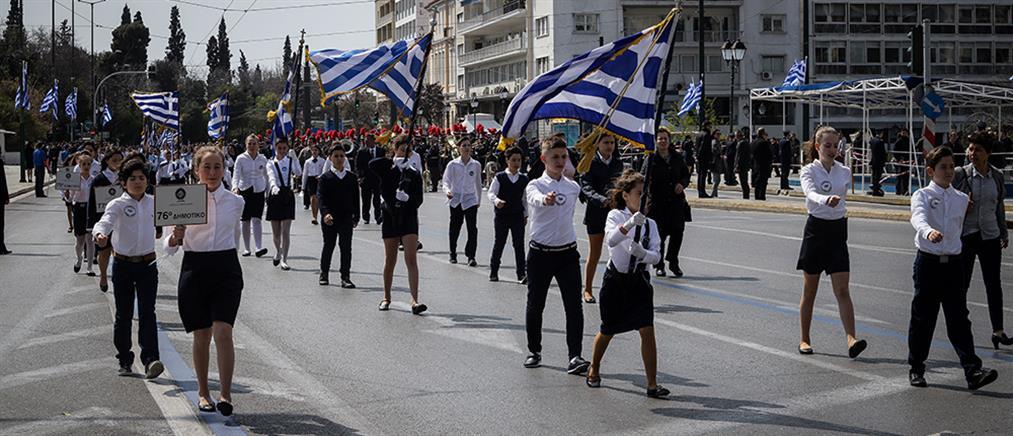 Με λαμπρότητα η μαθητική παρέλαση της 25ης Μαρτίου (βίντεο)