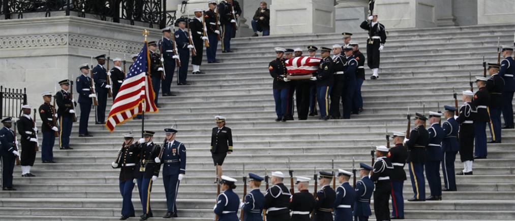 Με στρατιωτικές τιμές η κηδεία του Τζορτζ Μπους (βίντεο)