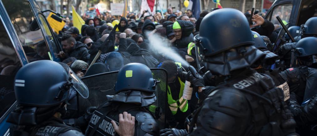 """""""Κίτρινα γιλέκα"""": Εκατοντάδες συλλήψεις στο Παρίσι (εικόνες)"""