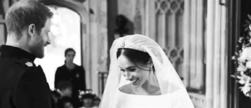 Με εικόνες από τo παρασκήνιo του γάμου τους γιόρτασαν την πρώτη τους επέτειο Χάρι και Μέγκαν