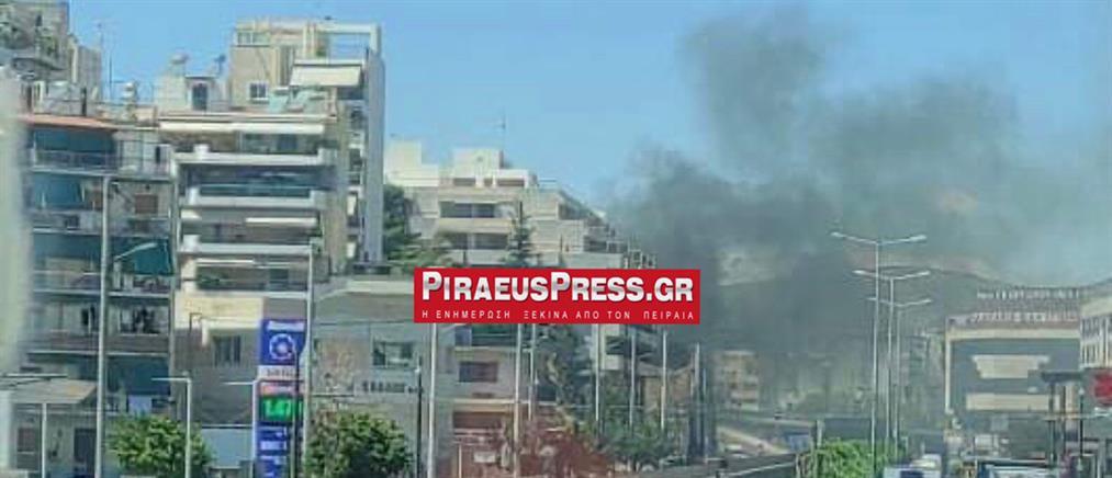 Πειραιάς: Φωτιά σε εγκαταλελειμμένο κτήριο (εικόνες)