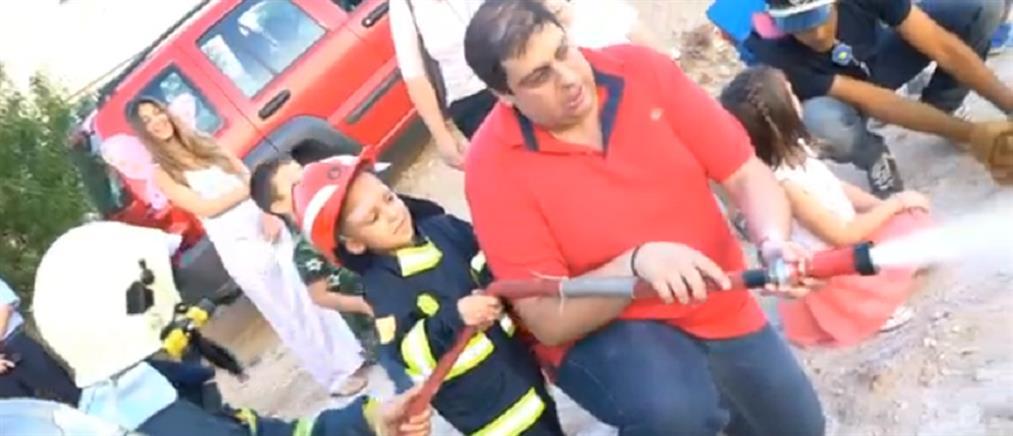 Η Πυροσβεστική έκανε αληθινό πυροσβέστη τον 5χρονο Θοδωρή (εικόνες)
