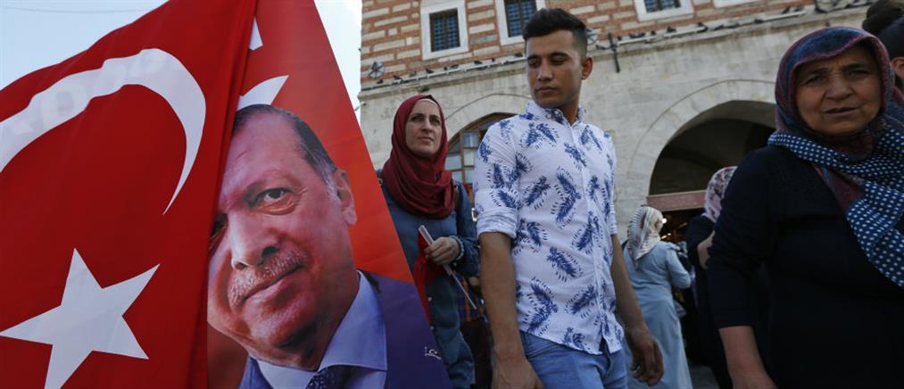 Οι νέοι εγκαταλείπουν την Τουρκία εξαιτίας της οικονομικής κρίσης