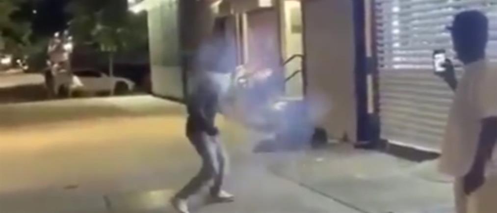 """Βίντεο  σοκ: Έριξαν βαρελότο σε άστεγο για να… """"σπάσουν"""" πλάκα"""