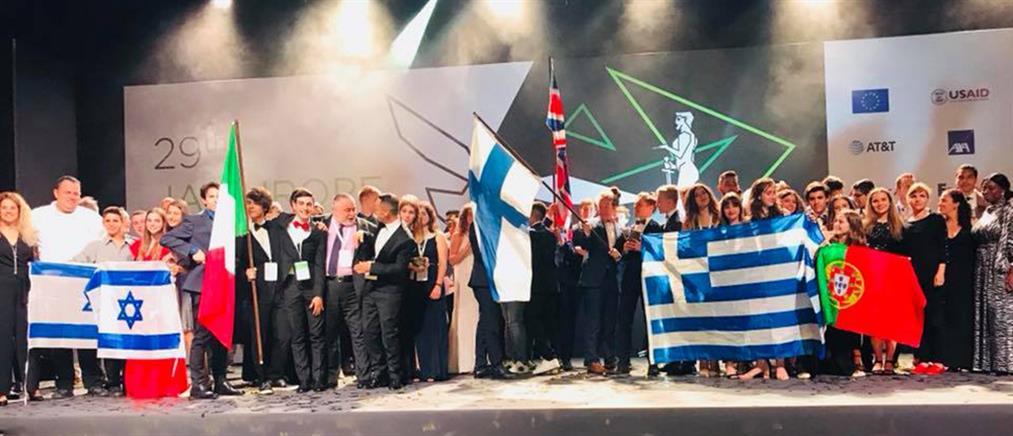 """Βραβεύτηκε το """"έξυπνο κράνος"""" μαθητών της Καλαμάτας σε ευρωπαϊκό διαγωνισμό"""