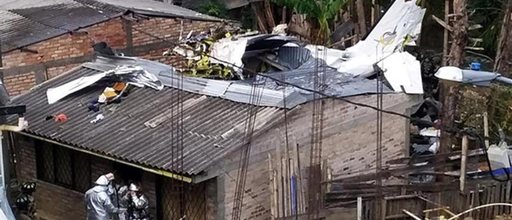 Αεροπλάνο έπεσε σε κατοικημένη περιοχή (βίντεο)
