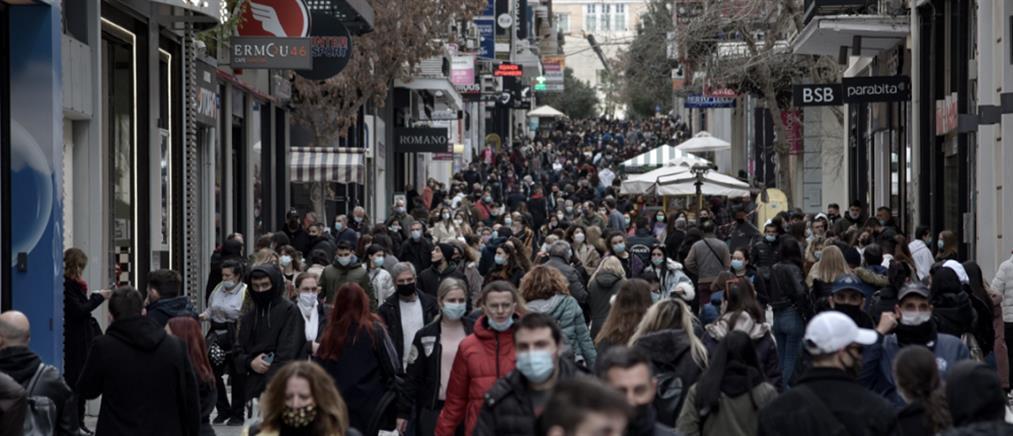 Λιανεμπόριο: συνωστισμός στην Ερμού για ψώνια (εικόνες)
