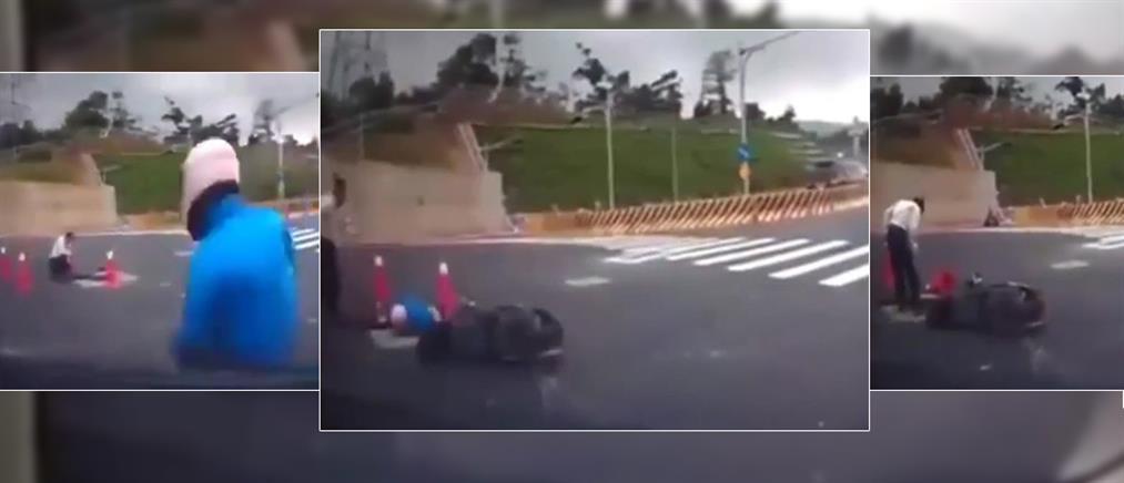 Τον χτύπησε αυτοκίνητο και κατέληξε… μέσα σε υπόνομο!