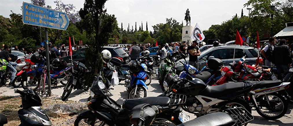 Μηχανοκίνητη πορεία από τους απεργούς ντελιβεράδες (φωτο)