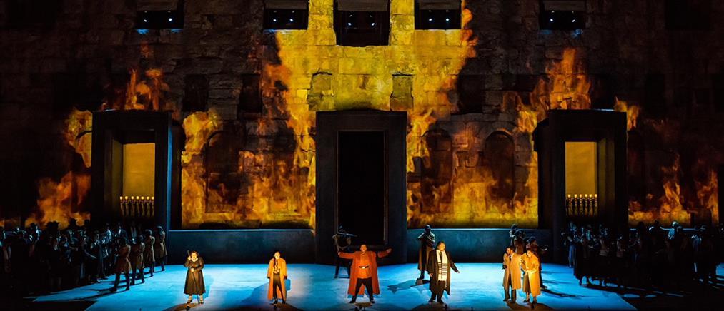 Θερμό χειροκρότημα στην πρεμιέρα του Ναμπούκκο στο Ηρώδειο