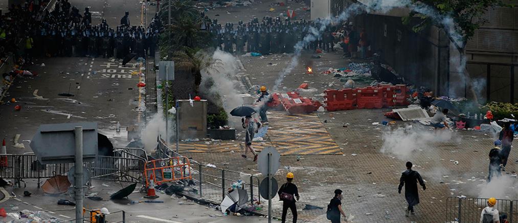 Σκηνές απίστευτου χάους σε διαδηλώσεις στο Χονγκ Κονγκ (εικόνες)
