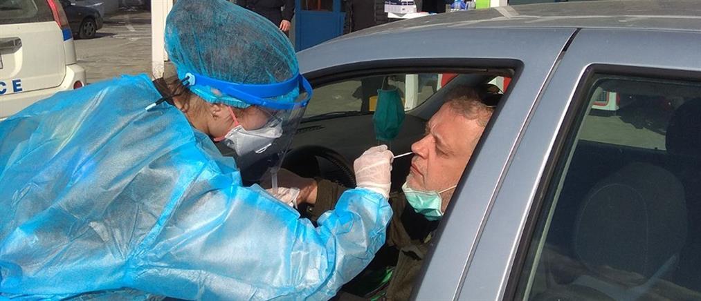 """Κορονοϊός - ΕΟΔΥ: Έλεγχοι """"drive through"""" σε έξι περιοχές της χώρας (εικόνες)"""