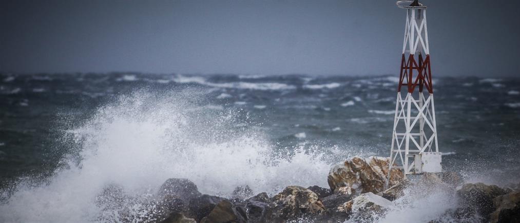 Μύκονος: Αποκολλήθηκε το πλοίο που προσάραξε σε αμμώδη αβαθή