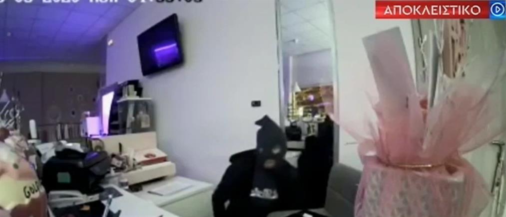 """Κορωπί: βίντεο-ντοκουμέντο από """"επισκέψεις"""" διαρρηκτών σε καταστήματα (βίντεο)"""