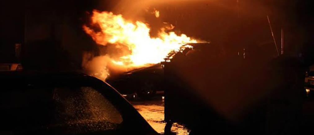 """Εμπρηστές αυτοκινήτων """"χτύπησαν"""" ξανά στην Αθήνα"""