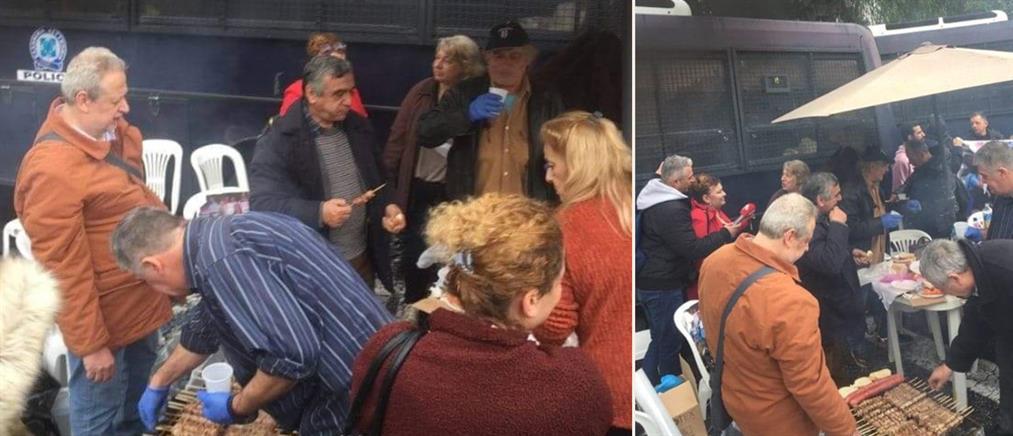 Τσίκνισαν έξω από Μαξίμου τα μέλη της ΠΟΕΔΗΝ (εικόνες)