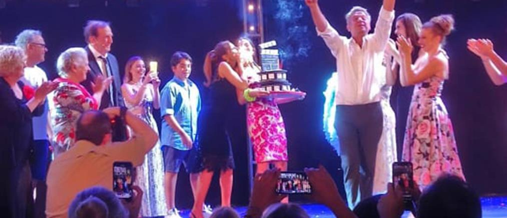 Δέσποινα Βανδή: η έκπληξη για τα γενέθλιά της στο θέατρο Άλσος (βίντεο)