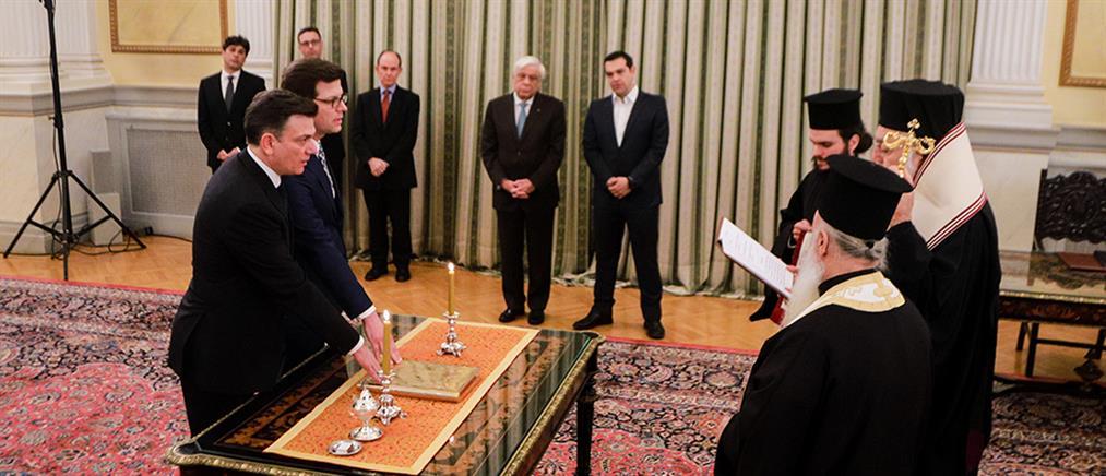 Ορκίστηκαν τα νέα μέλη της Κυβέρνησης (εικόνες)