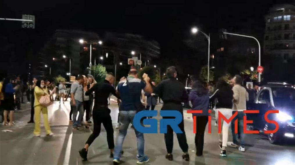 Θεσσαλονίκη: Έστησαν χορό μετά τη διαδήλωση