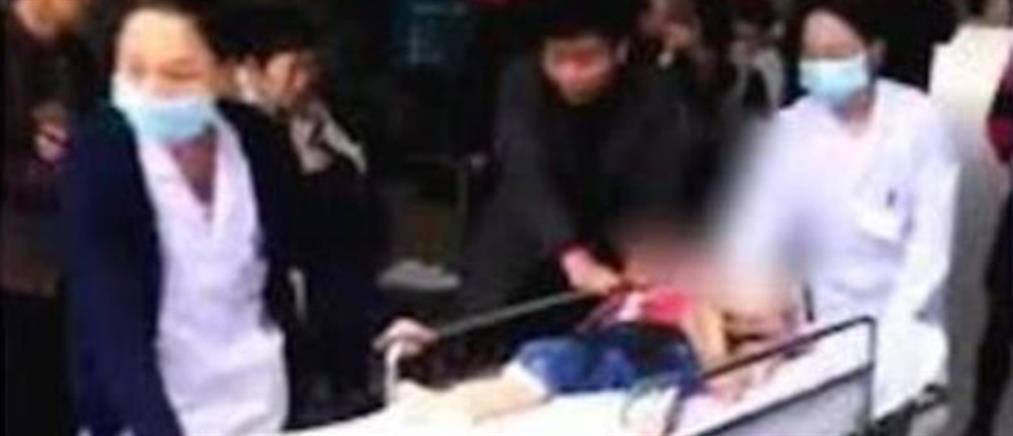 Γυναίκα εισέβαλε με κουζινομάχαιρο σε νηπιαγωγείο και άρχισε να χτυπά τα παιδιά (εικόνες)
