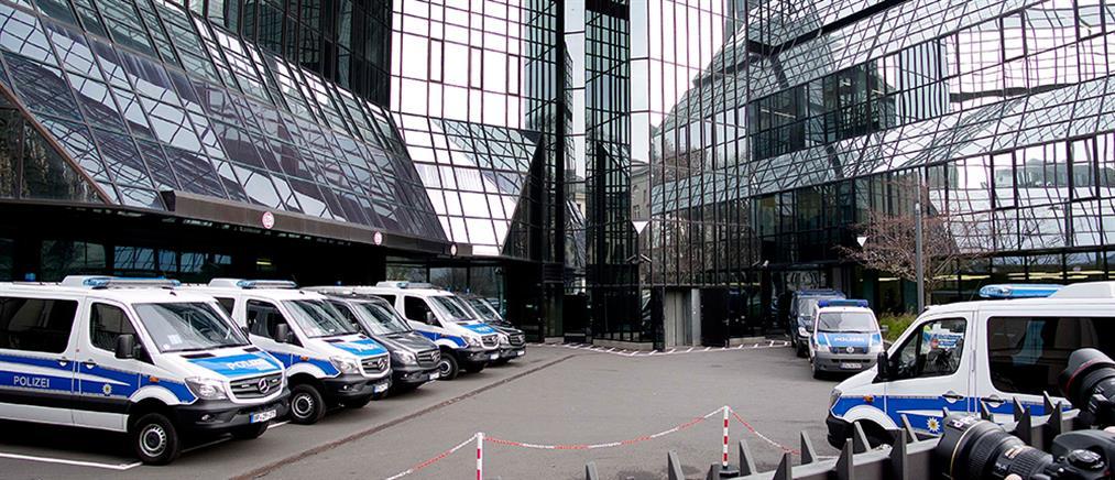 Έφοδος της αστυνομίας στα γραφεία της Deutsche Bank (εικόνες)